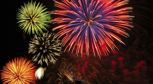 Photo DR / Cluster of colorful Fourth of July fireworks