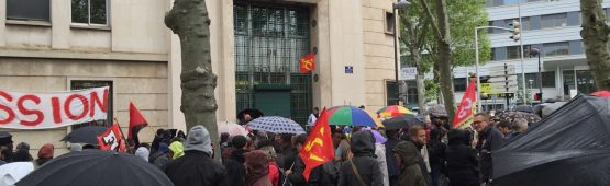 Manifestation devant le commissariat central de Saint-Etienne / Photos ACTIV RADIO